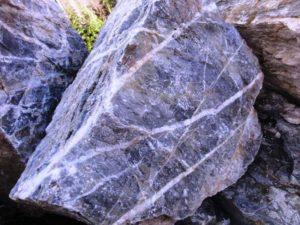 Глыба Мрамор Серый с прожилками