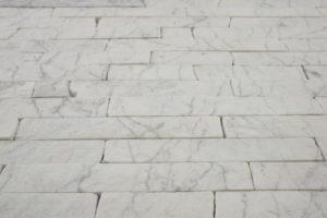 Полоса - Мрамор Bianco Carrara с темно серыми прожилками